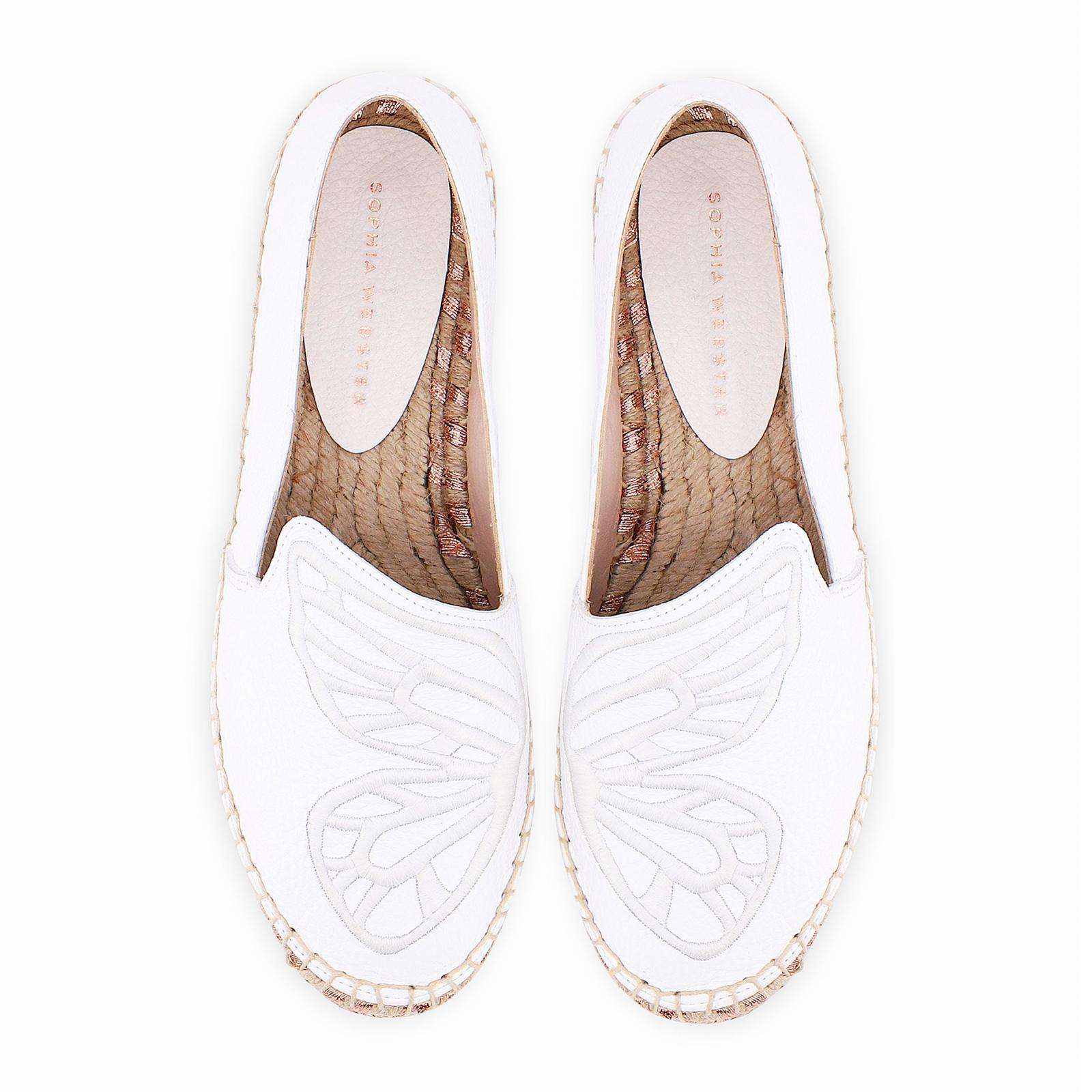 Espadrillas a farfalla in pelle bianca semplici ma eleganti con dettaglio di ali di farfalla nello stile tipico di Sophia Webster.